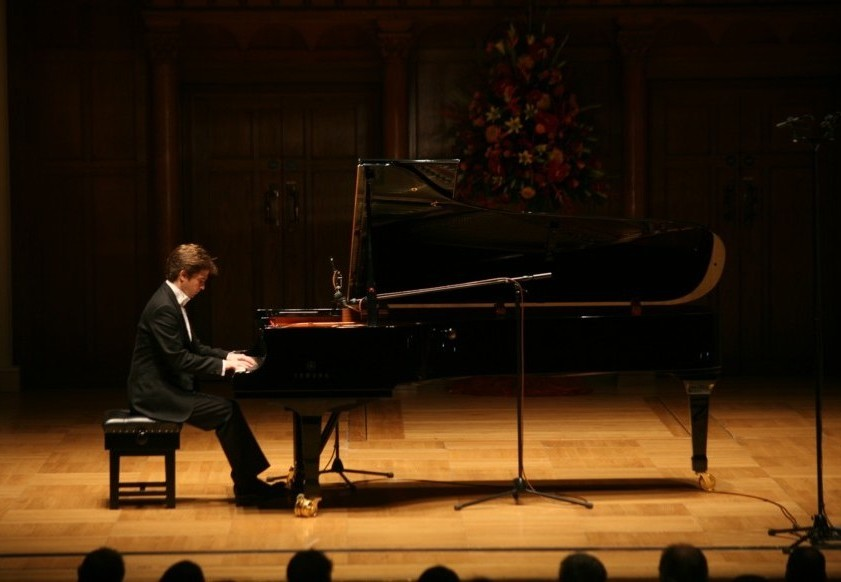 http://www.dominicpierssmith.com/images/Dominic_Smith_Yahama_Pianist_Winner_2.JPG