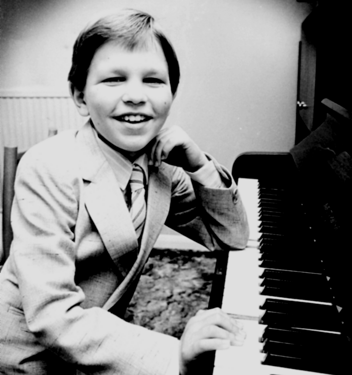 Dominic Piers Smith Pianist